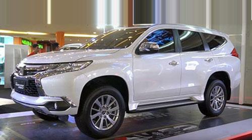 Bagian-samping-Mitsubishi-Pajero-Sport-Exceed-4x2-AT-2018