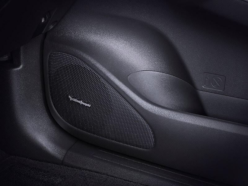 Mitsubishi Pajero Sport Rockford Fosgate-audio-system-1