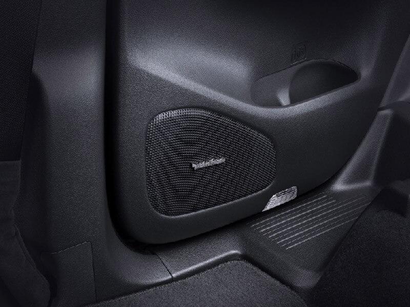 Mitsubishi Pajero Sport Rockford Fosgate-audio-system-2