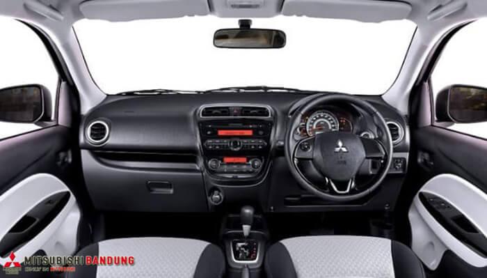 Dashboard Mitsubishi Mirage