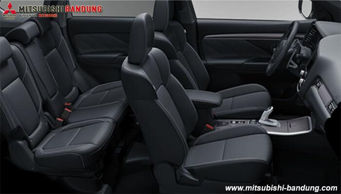 Interior Mitsubishi Outlander PHEV